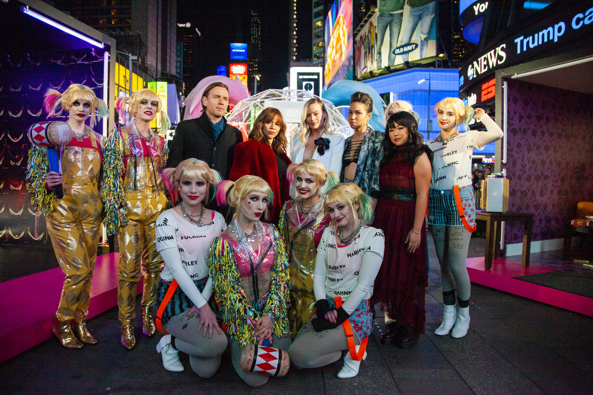 Cast Of Birds Of Prey Join Dc Universe Members At Special Dc Universe Fan Screening In New York S Times Square Dc
