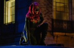 Elseworlds: New Images of Batwoman, The Monitor and More