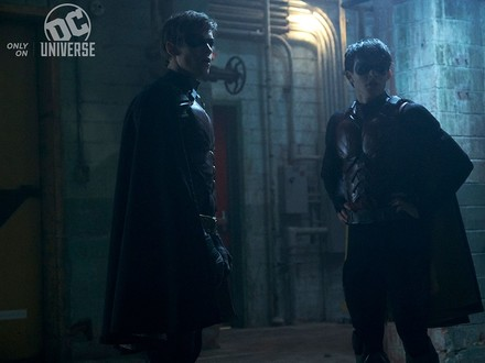 The Robins Face Off in New Titans Images