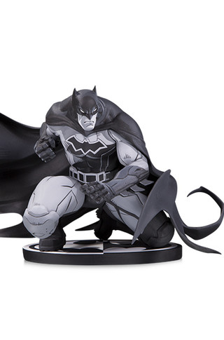 BATMAN BLACK & WHITE: BATMAN BY JOE MADUREIRA STATUE