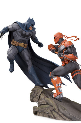 BATTLE STATUE: BATMAN VS. DEATHSTROKE