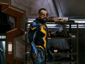 """Black Lightning and Lex Luthor Join the Struggle in New """"Crisis"""" Pics"""