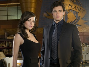 Breaking News: Erica Durance Joins Tom Welling in Crisis Crossover
