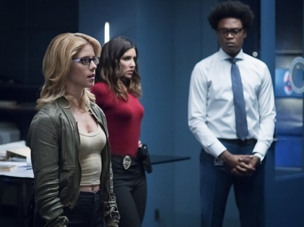 Arrow: Team Arrow Reunites in Latest Episode Pics